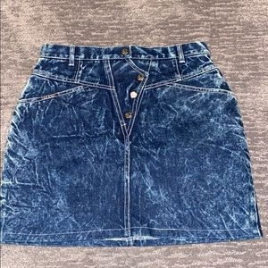 Vintage 1980's Guess acid wash skirt. Size 27.